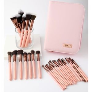 LUXIE 30 PIECE BRUSH SET - ROSE GOLD $400